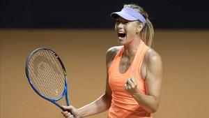 Maria Sharapova celebró su acceso a los cuartos de final en Stuttgart
