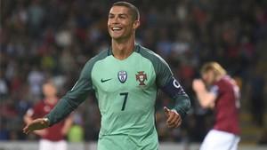 Cristiano Ronaldo no dio opciones a Letonia