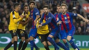 Una acción del Barça-Málaga de la Liga 2016/17