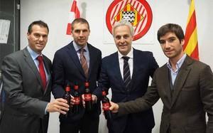 Un brindis con cerveza Damm tras la firma del acuerdo