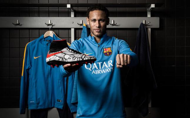 Neymar presenta sus nuevos botines Nike