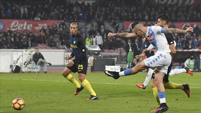 El Nápoles aparta al Inter de la lucha por el Scudetto