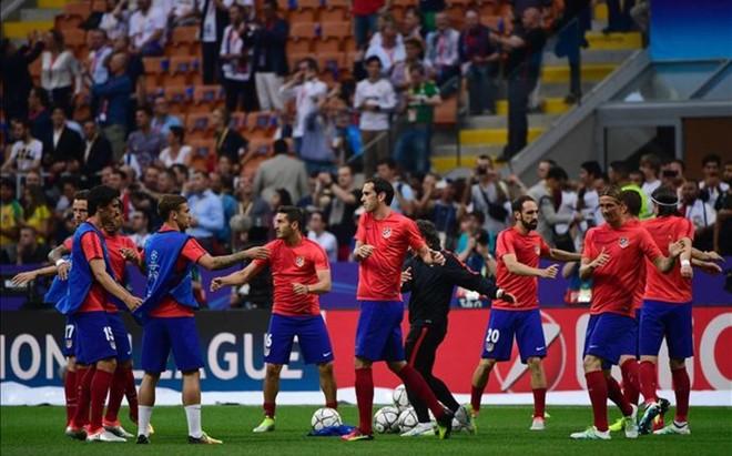 Los jugadores del Atl�tico de Madrid calentando justo antes del partido