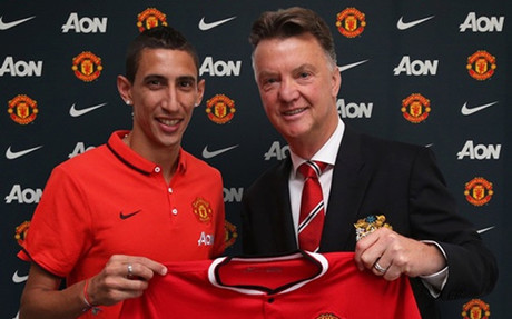 Di Maria poses with Louis van Gaal
