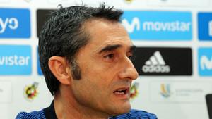 Ernesto Valverde, entrenador del FC Barcelona, comparece este sábado en rueda de prensa previa al debut liguero ante el Betis