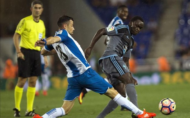 A Javi Fuego le sorprende que el Espanyol lleve un a�o sin que le piten un penalti a favor