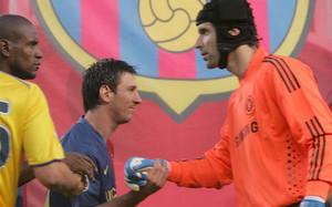 Messi y Cech se volverán a ver las caras el 23 de febrero