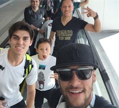 Neymar y Adriano vuelven a casa por Navidad
