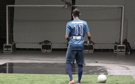 Neymar juega al 'tiro al dron' �Acertar�?