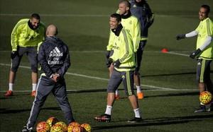El Real Madrid se entrenó antes de viajar a Sevilla