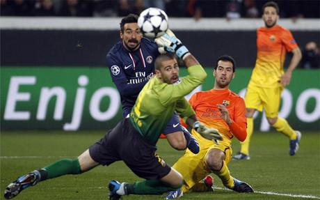 Valdés y Busquets durante el PSG-Barça