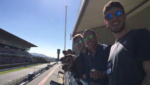 La plantilla del Barça Lassa de fútbol sala durante su visita a los entrenamientos de la Fórmula 1 en el circuito de Montmeló