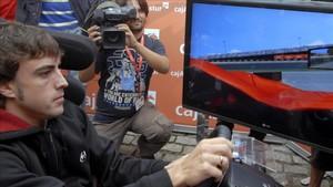 Alonso prueba su habilidad al volante virtual