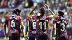 Morales decidió el derbi al marcar de penalti en el tramo final