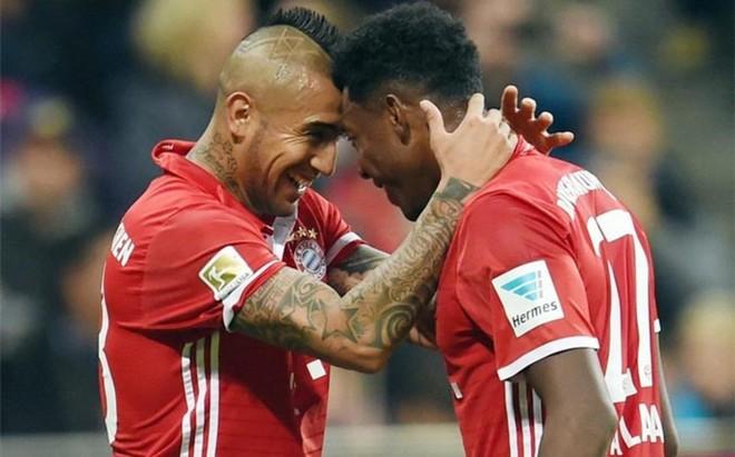 Arturo Vidal, celebrando su gol con Alaba