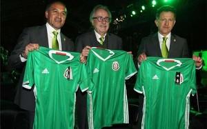Decio de María, junto a los técnicos de las selecciones absoluta y sub 17 de México