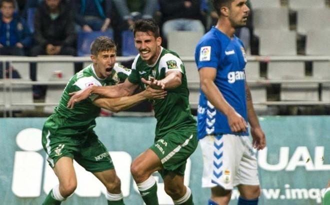 Gabriel, celebrando su gol al Oviedo