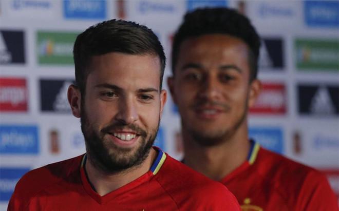 Jordi Alba comparecio junto a Thiago Alc�ntara