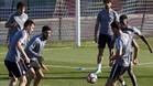 Los jugadores del Athletic de Bilbao Laporte, Ra�l Garc�a y Williams , durante el entrenamiento de hoy,