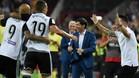 Los jugadores del Valencia celebran un gol en Mestalla