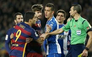 Martínez Munuera acusó a Suárez en el acta