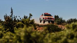 Isidre Esteve, con su nuevo coche para el Dakar