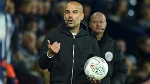 Guardiola, dando instrucciones ante el West Ham