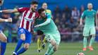 Yannik Ferreira y Leo Messi en el último Atlético-Barça del Vicente Calderón