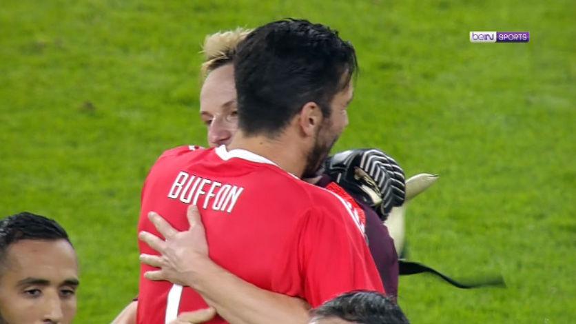 LACHAMPIONS   Juventus - FC Barcelona (0-0): El abrazo entre Buffon y Rakitic al acabar el partido