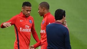 A Neymar no le gustó una decisión de Emery