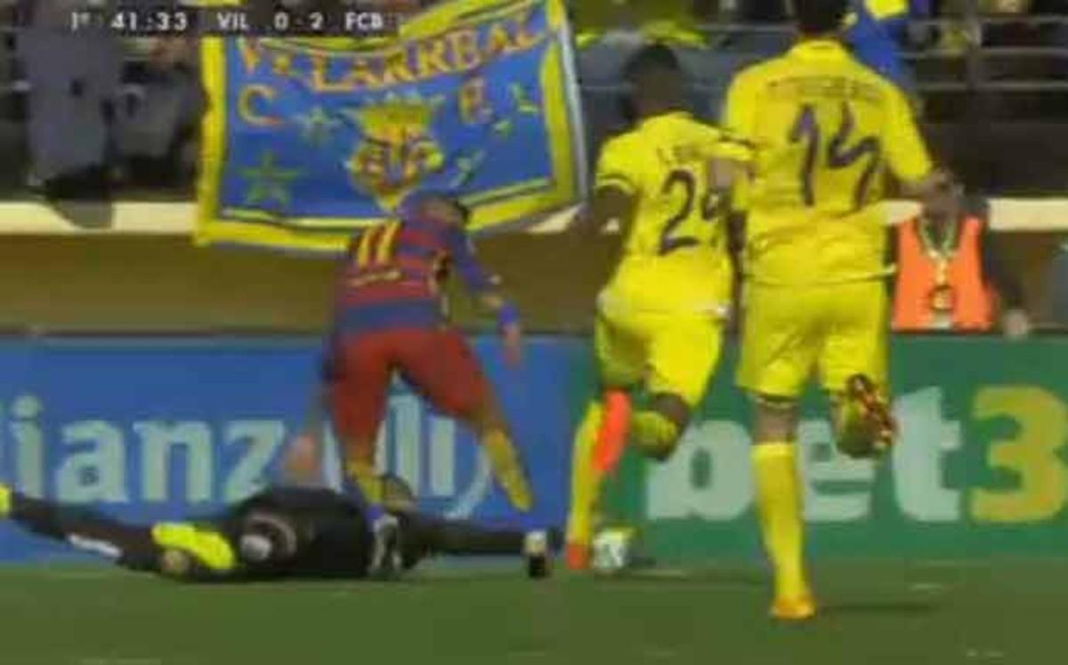 Tres jugadas pol�micas en la primera parte del Villarreal - FC Barcelona