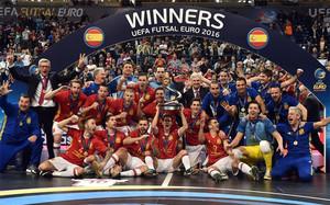 La selección española celebró el título por todo lo alto