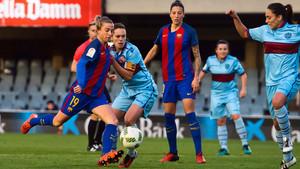 El Barça femenino sigue la estela del líder