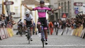 Juan Molano ganó la última etapa en Alentejo