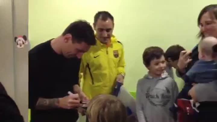 El FC Barcelona visita los hospitales