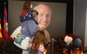 Culés de todas las edades quisieron despedirse de Johan Cruyff