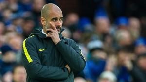 Guardiola tira de ironía ante las constantes críticas recibidas