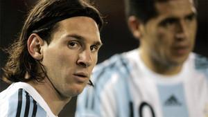 Messi junto a Riquelme, en un partido con la selección argentina