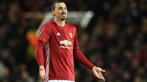 Ibrahimovic no descarta renovar con el Manchester United