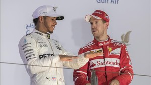 Lewis quiere coger el mando de un Mundial muy competido