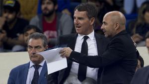 Robert Fernández, junto al seleccionador argentino, Jorge Sampaoli, este martes en el Camp Nou