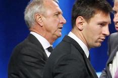 Johan Cruyff cree que Messi seguir� en el Bar�a