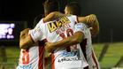 Los jugadores de Hurac�n celebran el gol de Diego Mendoza