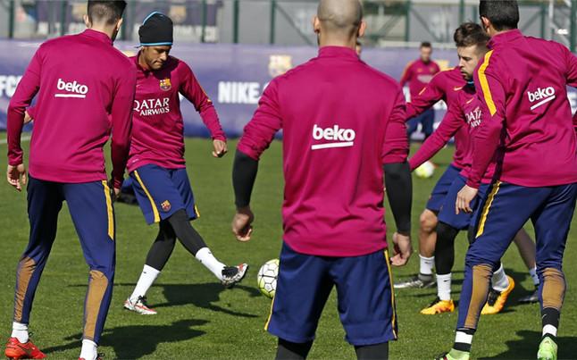 Douglas y Adriano son baja en el entrenamiento del FC Barcelona