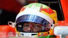 Roberto Merhi, montado en el Manor