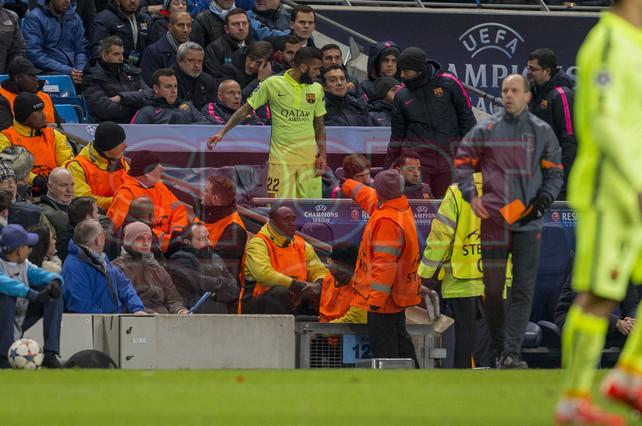 صور : مباراة مانشستر سيتي - برشلونة 1-2 ( 24-02-2015 )  1424816281096