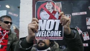 Aficionados del Rayo, manifestando su rechazo al fichaje de Zozulya