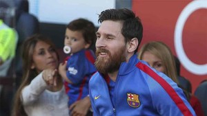 Antonella and her children were at the Camp Nou