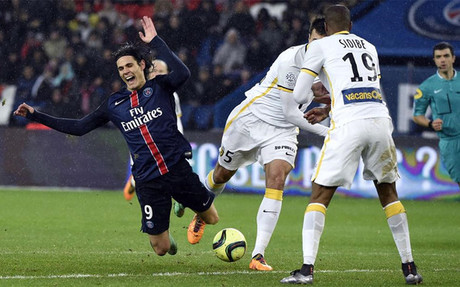 Cavani no vio puerta contra el Lille