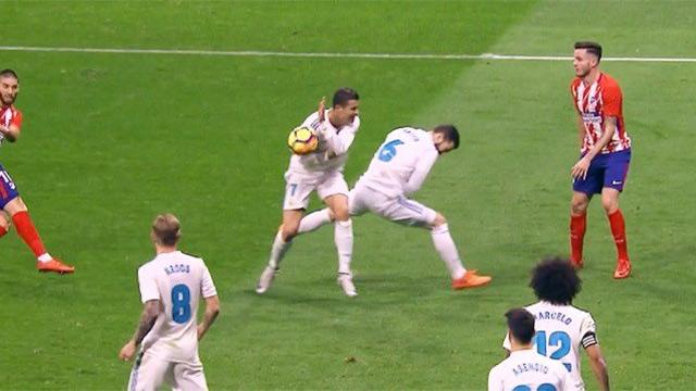 ¿Hubo manos de Cristiano Ronaldo dentro del área? (ES)